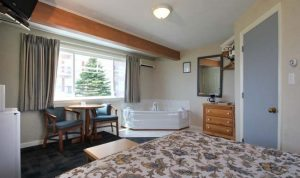 Old Orchard Beach Maine Whirlpool Hot Tub Motel Rooms